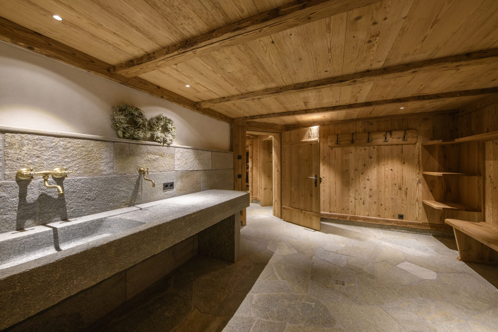 Exclusive mountain lodge Gauertal Montafon - anteroom
