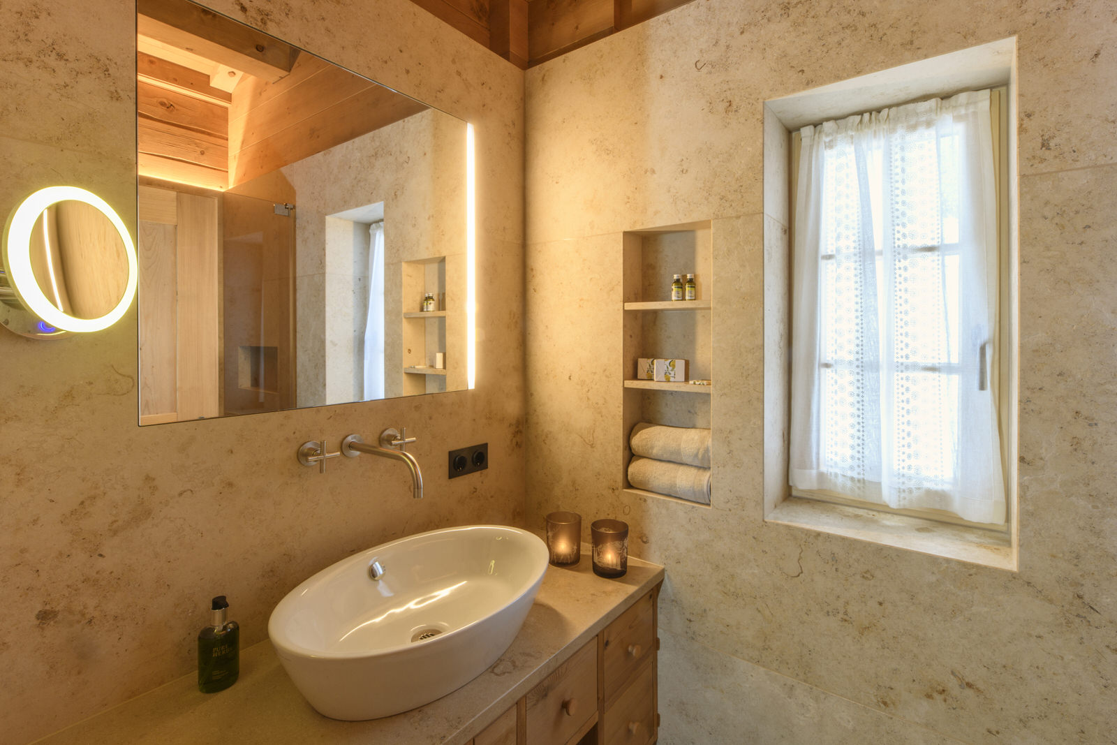 Exclusive mountain lodge Gauertal Montafon - bathroom