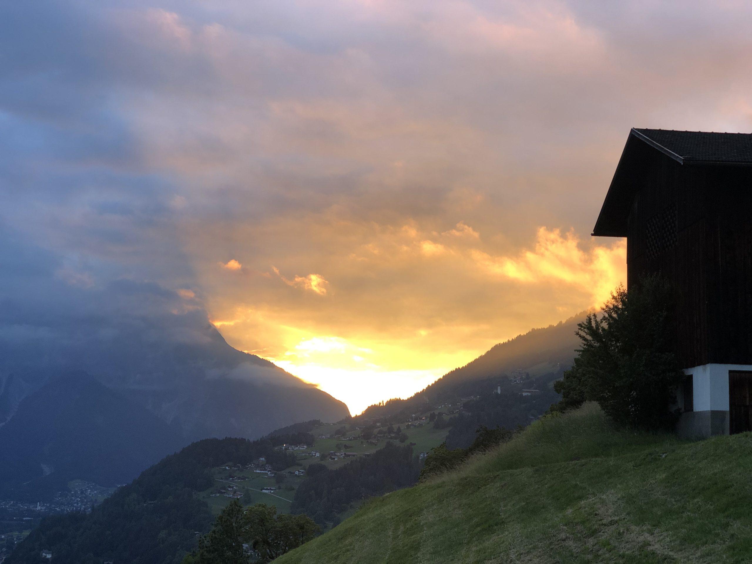 Altes Schulhaus Montafon Sonnenuntergang