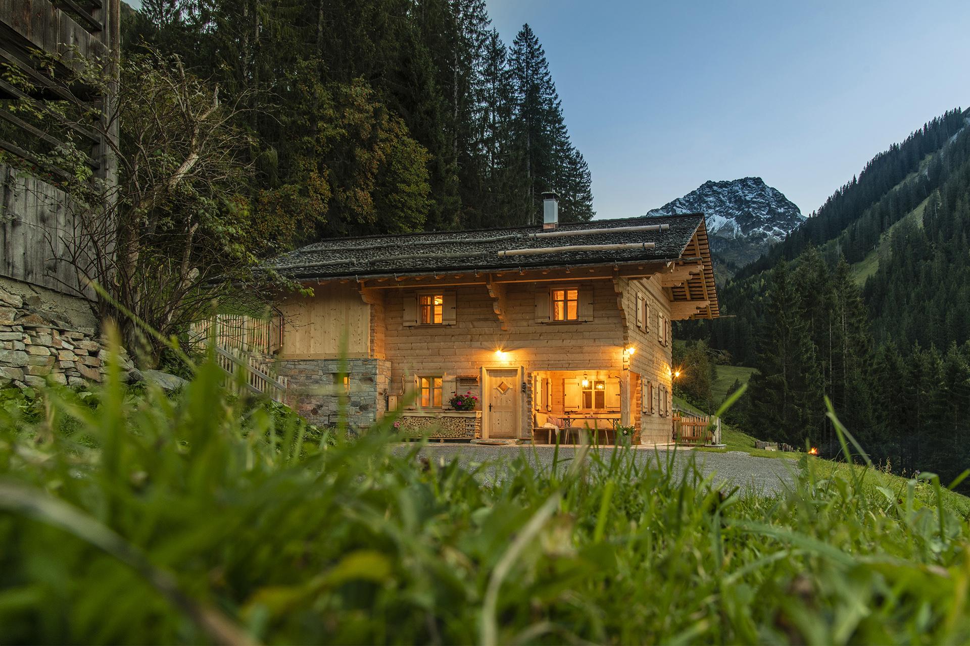 Berghaus Manuaf mit Tschaggunser Mittagsspitze